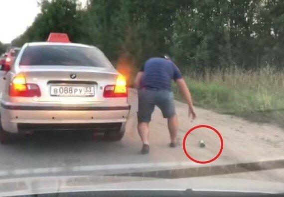 """""""Такое он надолго запомнит"""": таксист наказал хама, который бросил мусор в окно"""